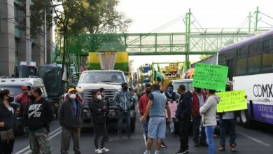 Photo of Ferieros bloquean San Antonio Abad; exigen permisos para laborar
